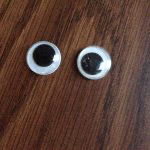 1-googly-eye-buttons
